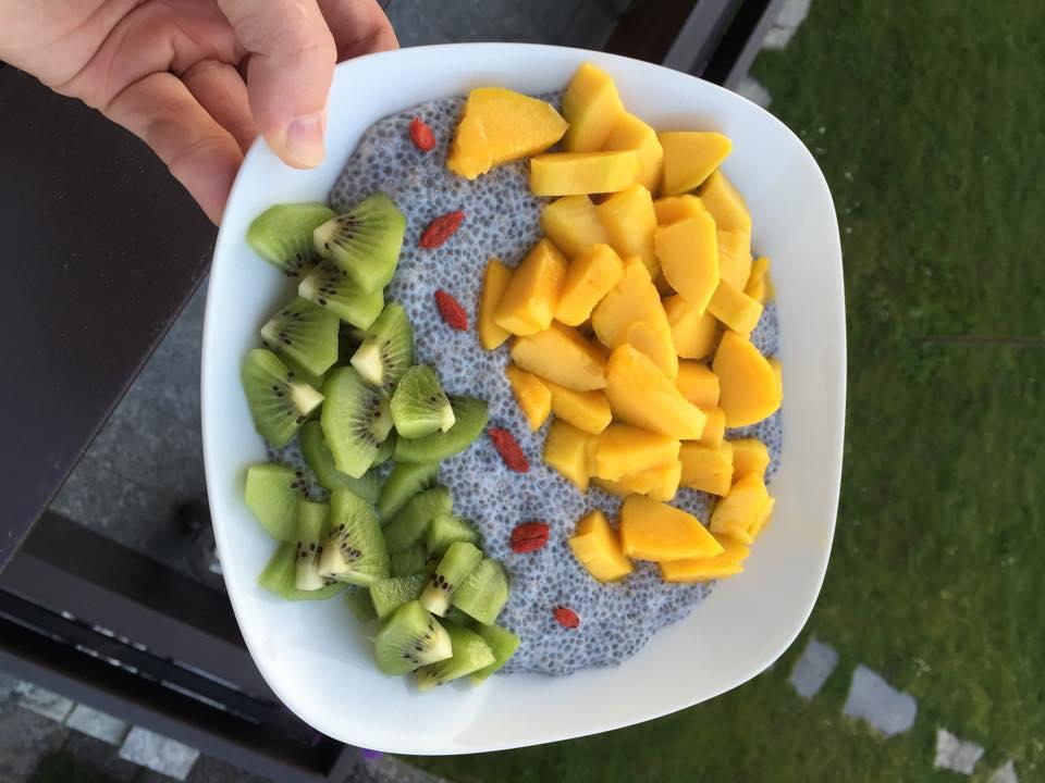Chia Pudding mit Mango und Kiwi
